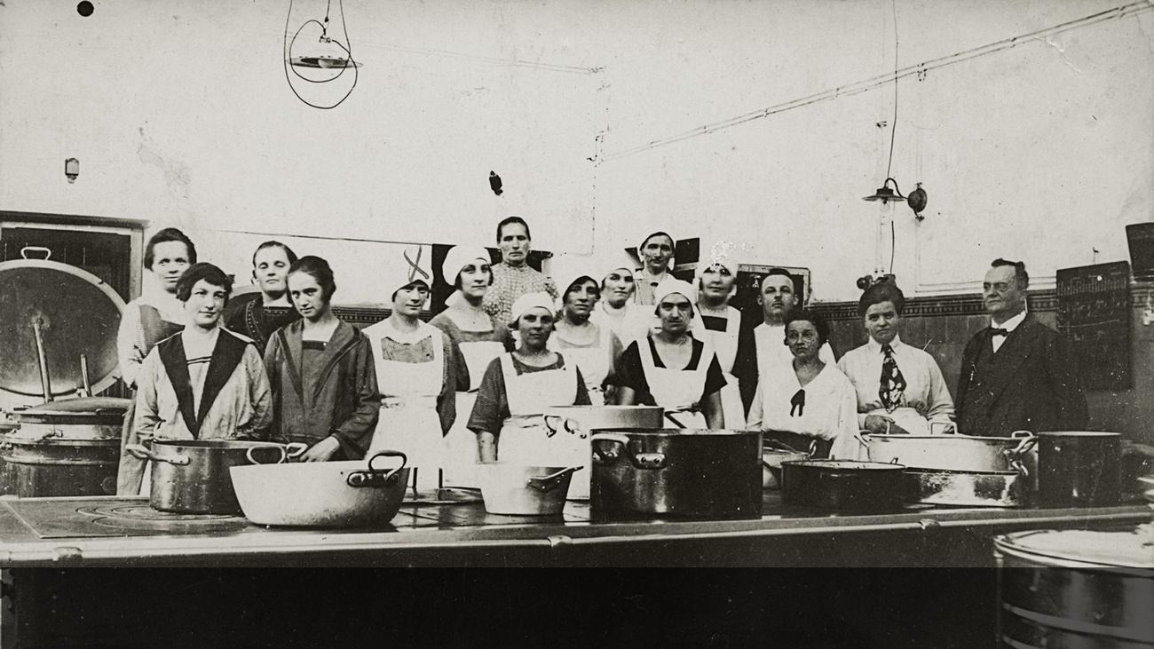 Belegschaft der AKH Küche © -, Sammlung Gstöttenmayer / Verein Geschichte teilen