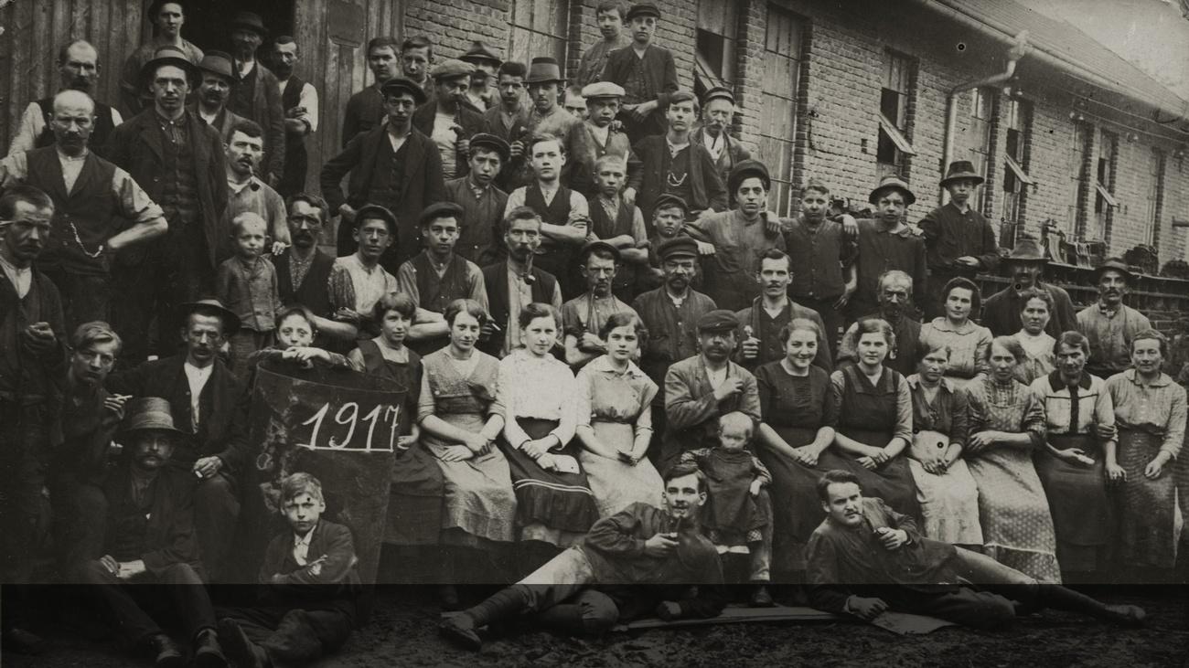 Fabrikbelegschaft um 1917 © -, Sammlung Gstöttenmayer / Verein Geschichte teilen