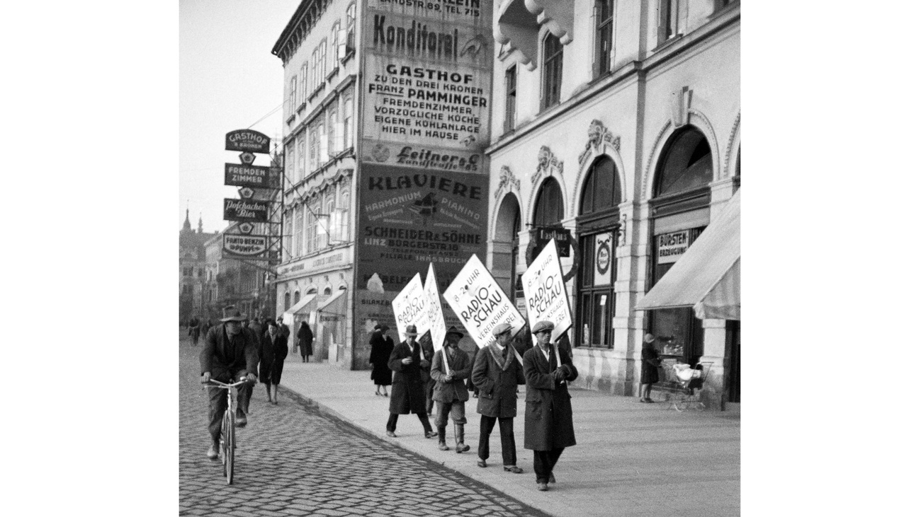 Reklametafelträger © -, Archiv der Stadt Linz