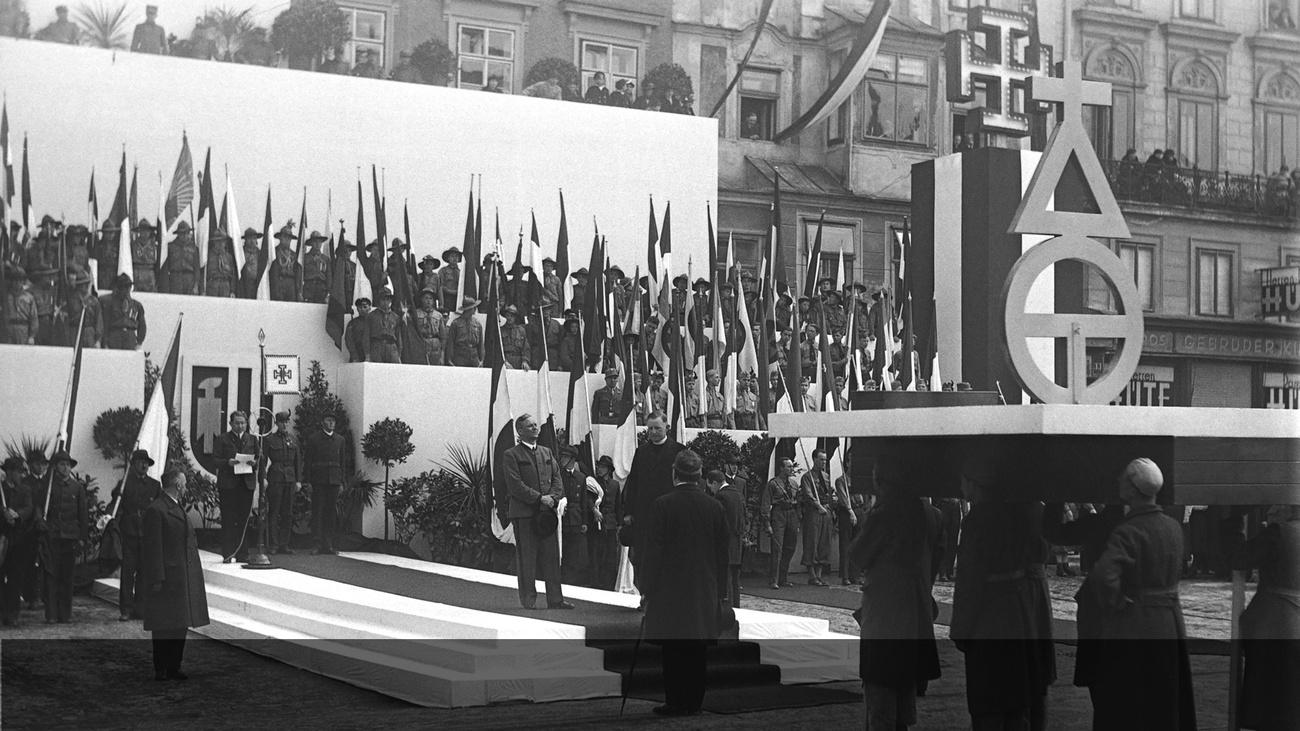 Maiaufmarsch 1935 © -, Archiv der Stadt Linz