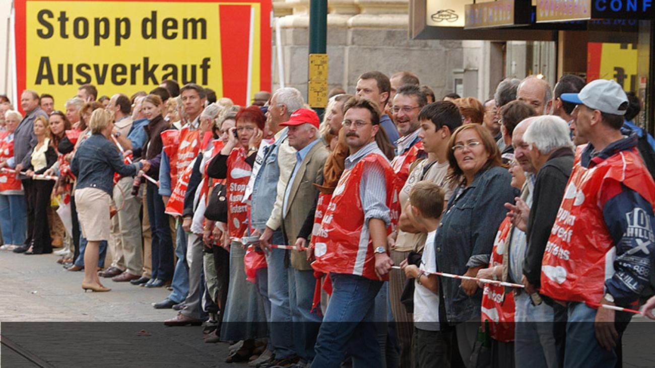 Menschenkette gegen Privatisierung der VOEST © -, AKOÖ